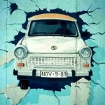 Berlin_Wall_Trabant_grafitti